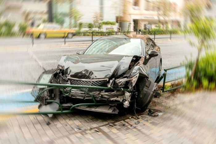 事故で全損となってしまったときの解約金は?